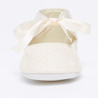 Juniors Textured Booties with Tie Up Pattern
