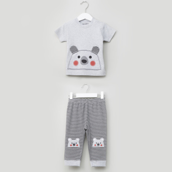 Juniors Printed T-shirt and Pyjama Set with Appliqe Detail
