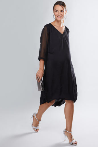 House of Napius Maternity Midi Dress with V-Neck and 3/4 Sleeves