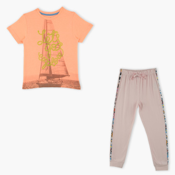 Juniors Printed T-Shirt with Jog Pants