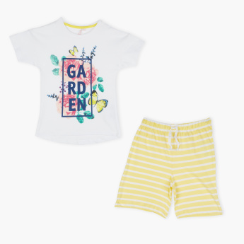 Juniors Printed T-Shirt with Striped Shorts