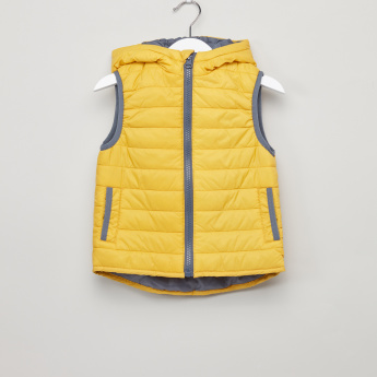 Juniors Sleeveless Hooded Jacket with Zip Closure