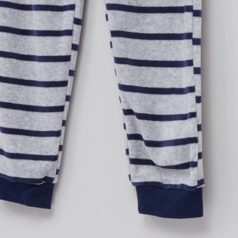 Juniors Applique Detail Raglan Sleeves T-Shirt with Striped Jog Pants