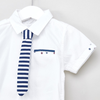 Juniors Solid Short Sleeves Shirt with Striped Tie