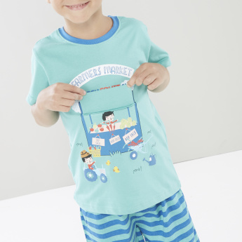 Juniors Graphic Printed T-shirt and Bermuda Shorts
