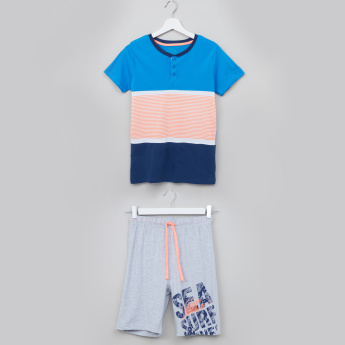Juniors Printed Henley Neck Short Sleeves T-shirt with Bermuda Shorts