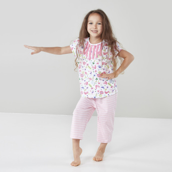 Juniors Printed Short Sleeves Top with Capris