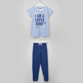Juniors Printed Extended Sleeves T-Shirt with Jog Pants